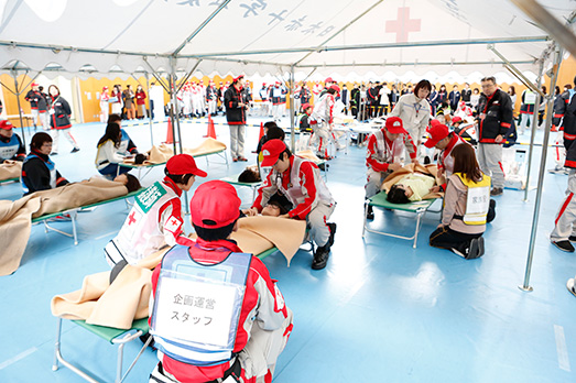 赤十字救護員研修で体験するリアルな学び。